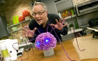 How to Create Spider Webs for your arrangements. How to Create a Spooky Spider Centerpiece