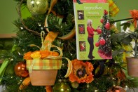 How to Create a Fresh or Preserved Flower Christmas Tree Decoration