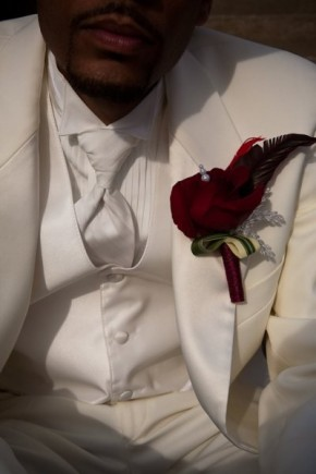 Red boutonniere by Tanti Lina