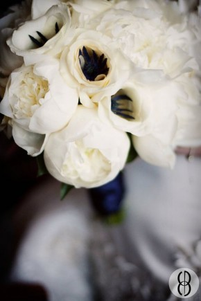 White anemone bouquet by Tanti Lina
