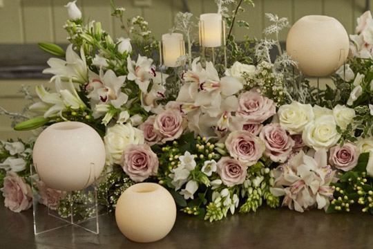 Exceptionnel How To Arrange Flowers  Wedding Head Table Centerpiece With Candles