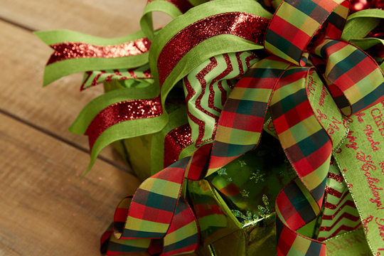 How to arrange flowers- Decorating Christmas Packages
