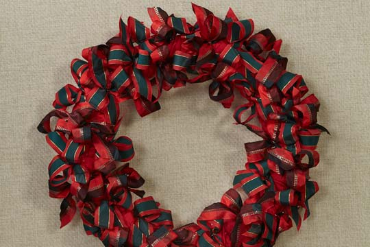 How to Arrange Flowers_Christmas Wreaths with Ribbon