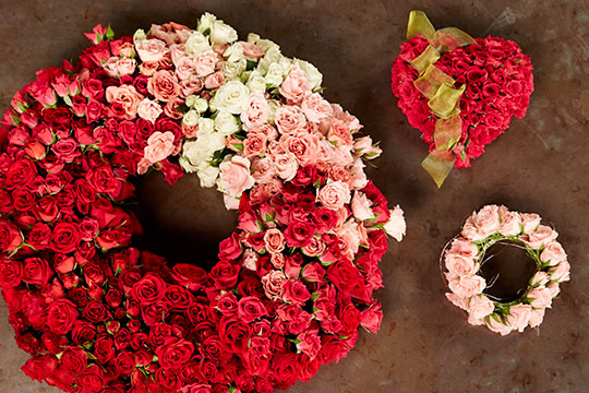 How to Arrange Flowers_Ombre' Spray Rose Wreath