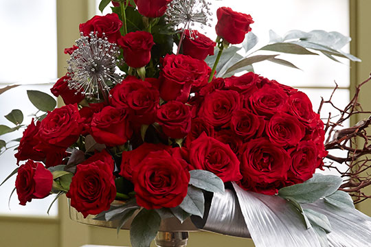 How to Arrange Flowers_Modern Rose Arrangement with Rose Sphere