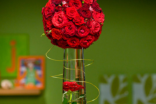How to Arrange Flowers_Submerged Rose Centerpiece