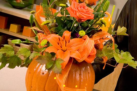 How to Arrange Flowers_Pumpkin Centerpiece