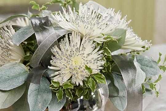 How to Arrange Flowers_Glitter Spider Mums