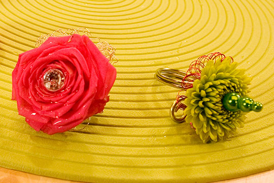 How to Arrange Flowers_Fantastic Flowers to Wear - Flower Rings