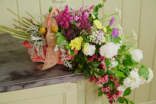 How to Arrange Flowers_Garden Gathering Basket