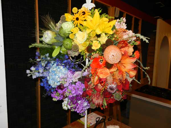 Using Color Effectively is an easy way to insure a beautiful arrangement of flowers!